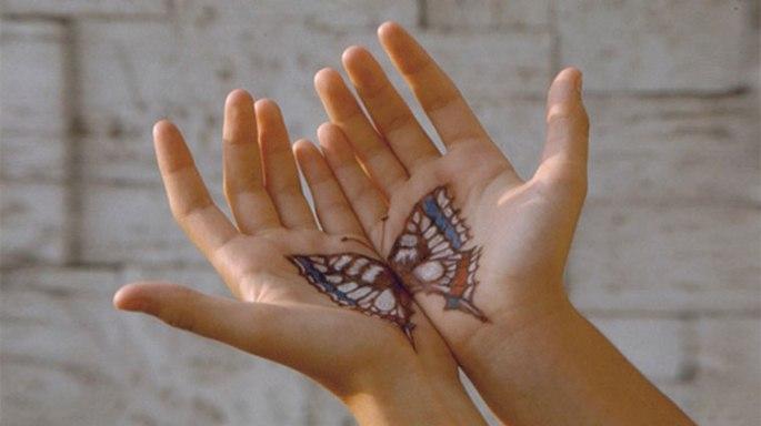 mani-tatuate-da-crisalide-a-farfalla